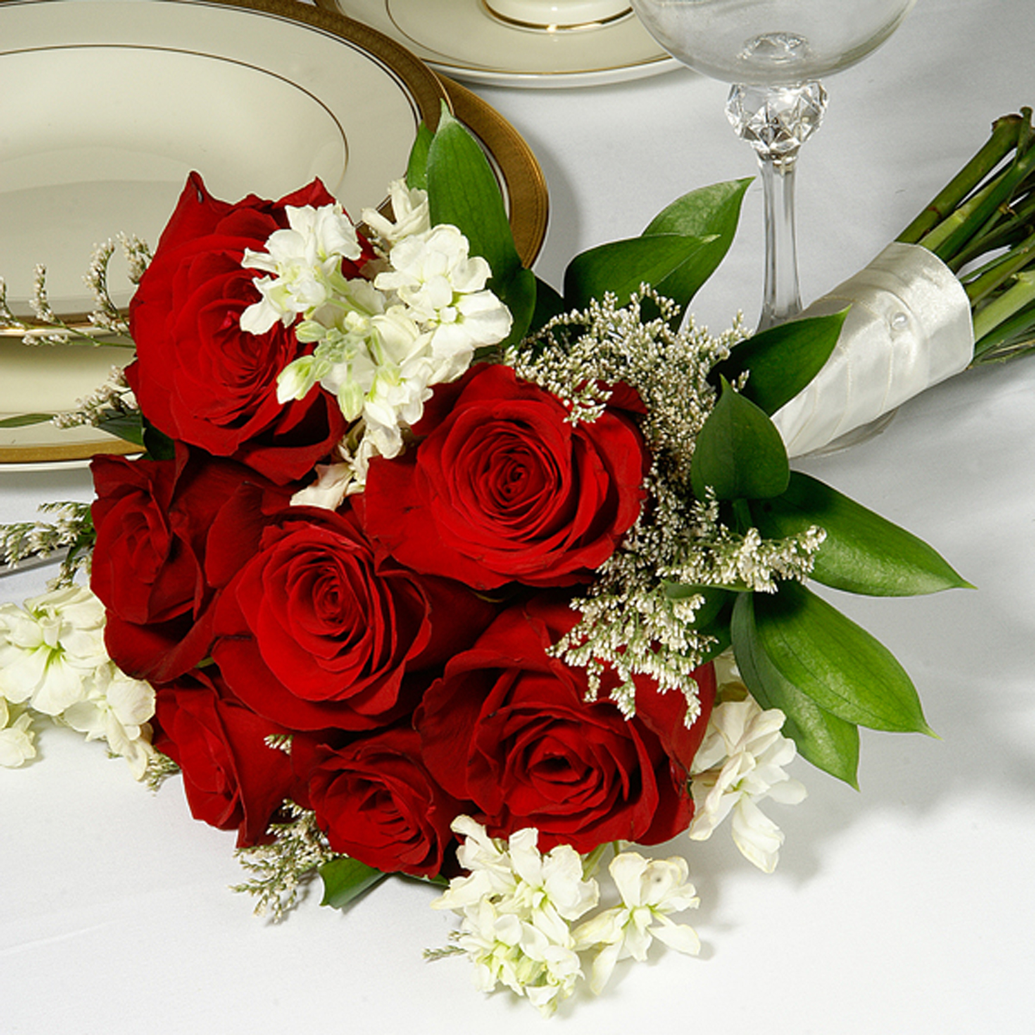 basic red and white yola guz wedding flowers. Black Bedroom Furniture Sets. Home Design Ideas